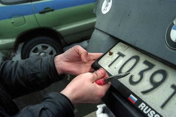 неправомерное завладение государственным регистрационным знаком