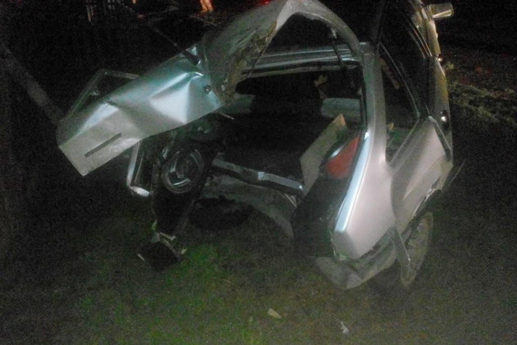 В десять часов вечера в селе Яр Ярковского района автомобиль «Фольксваген Поло» въехал в стоящую у жилого дома «Ладу», затем его отбросило в ворота соседнего дома
