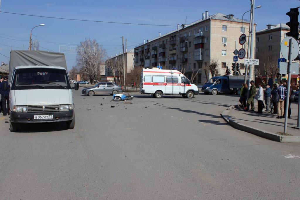 Трагедия произошла в городе Ялуторовске на пересечении улиц Ленина и Скворцова-Степанова в третьем часу дня