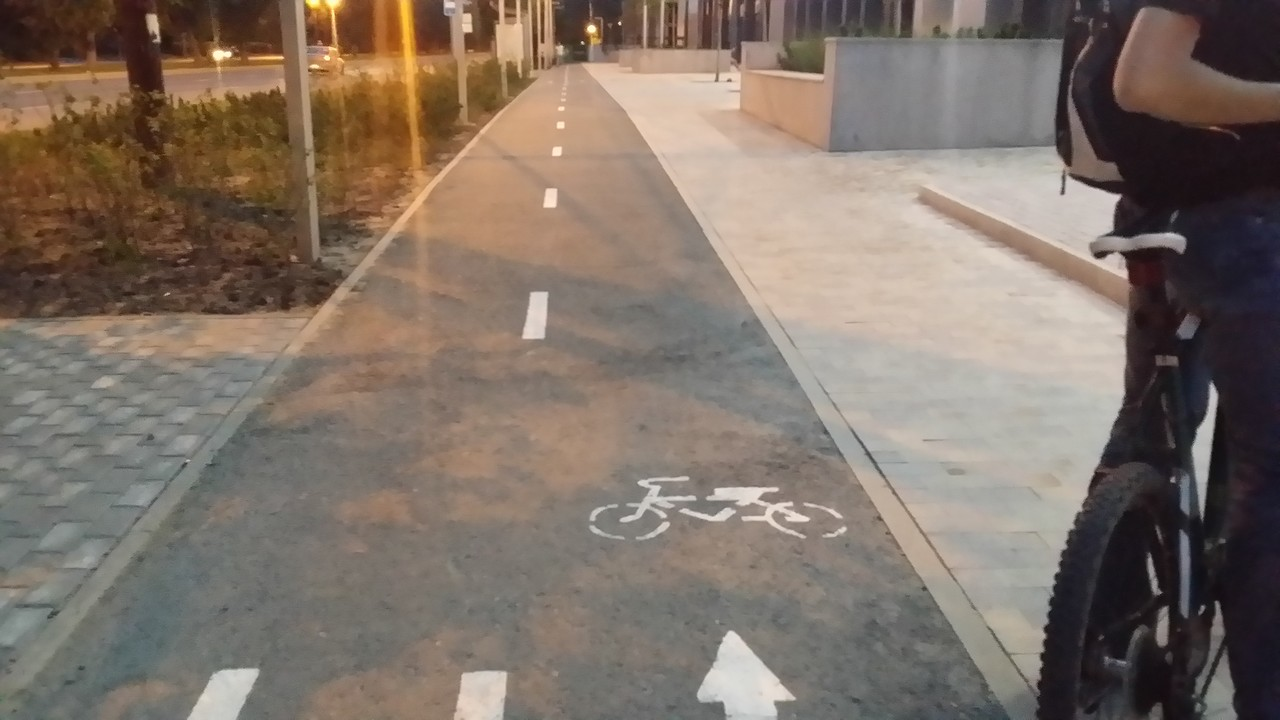 велодорожка у Новин-квартала