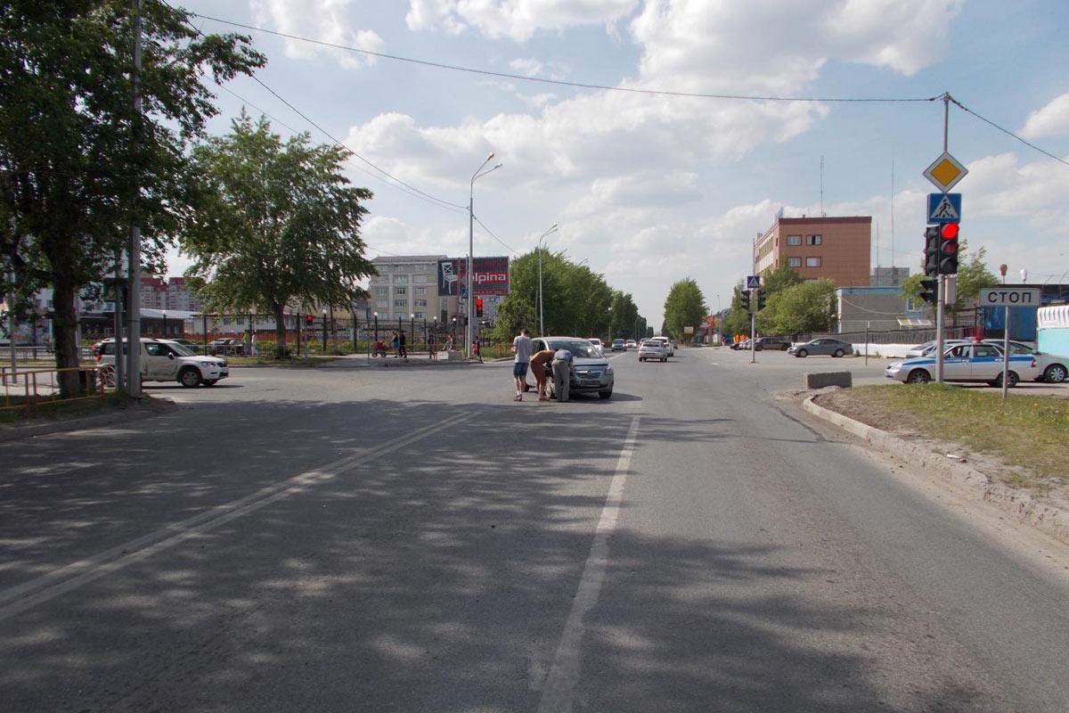 В Тюмени на ул. 30 лет Победы днем в воскресенье столкнулись «Шкода» и «Опель»