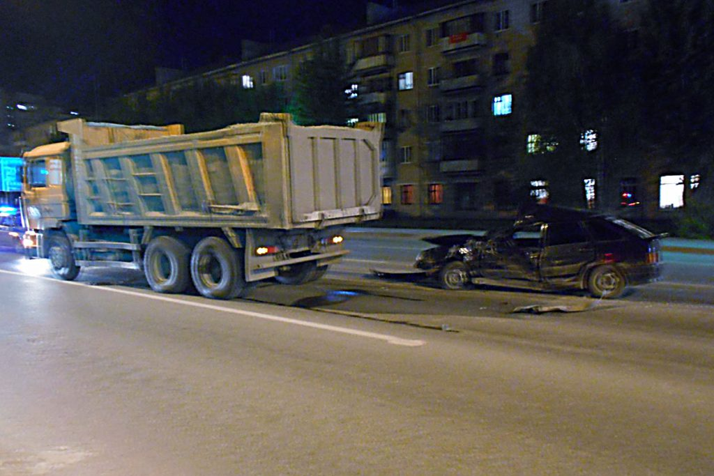 «Лада» 14-й модели и «Шакман» столкнулись  на ул.Червишевский тракт, 86