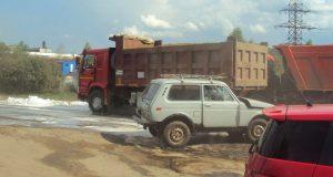 Около половины третьего часа дня в городе Тобольске на перекрестке Уватского тракта и подъезда к порту столкнулись самосвал «HOWO» и легковой автомобиль «Нива»