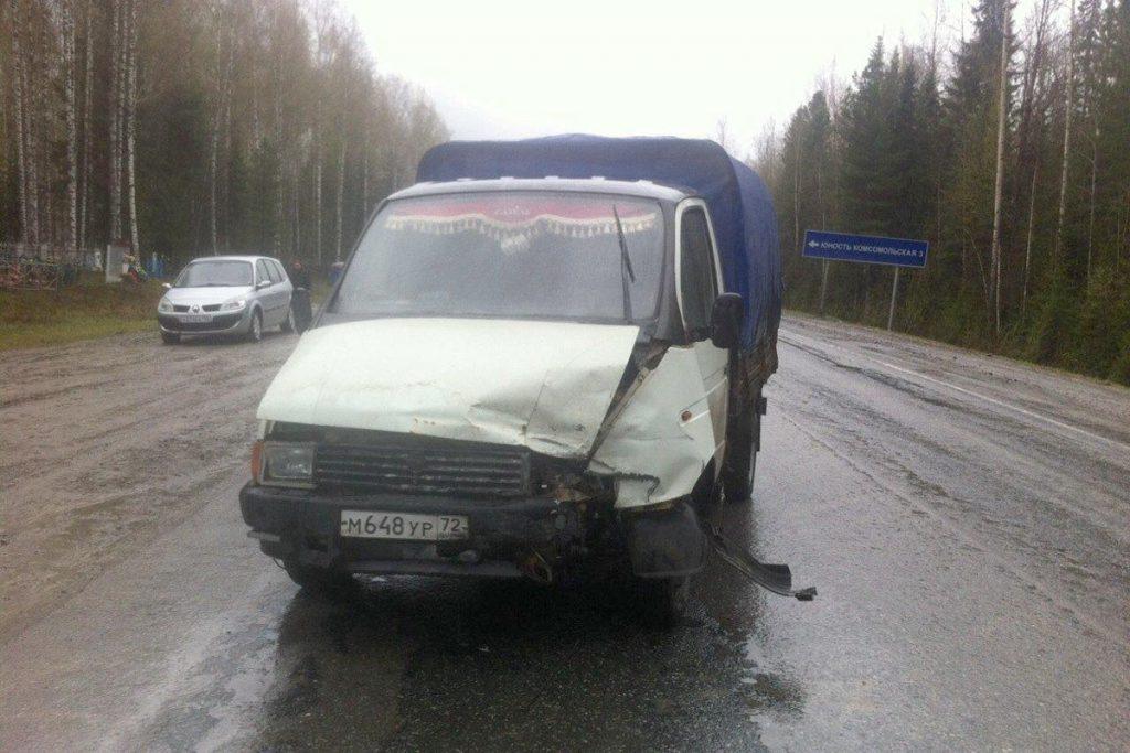 На 345-м километре федеральной автодороги Тюмень-Ханты-Мансийск столкнулись «Пежо» и «Газель»