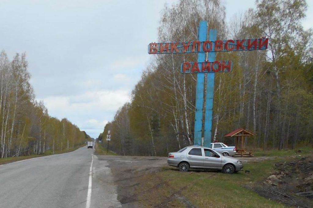 В стелу на границе Викуловского и Сорокинского районов, это на 94-м километре автодороги Ишим-Викулово вчера въехал автомобиль «Фиат»