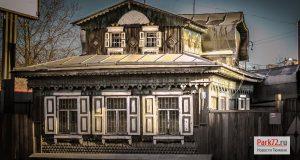 Один из старейших домов улицы Камышинская. Апрель 2015_result