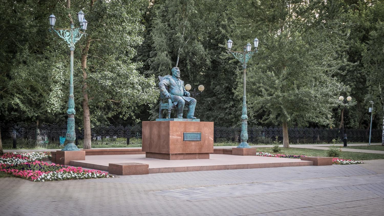 Текутьевский бульвар и памятник А. И. Текутьеву. Май 2016