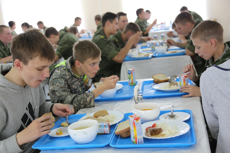 обед дети и бойцы