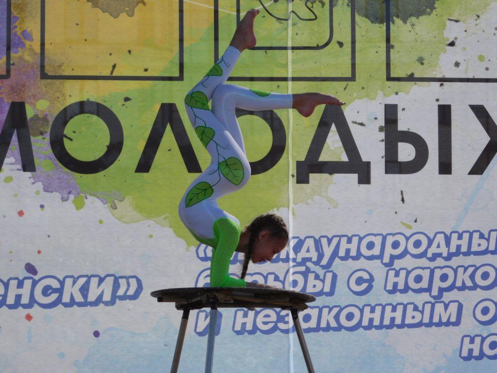 """Ученица цирка-студии """"Икар"""" Влада"""