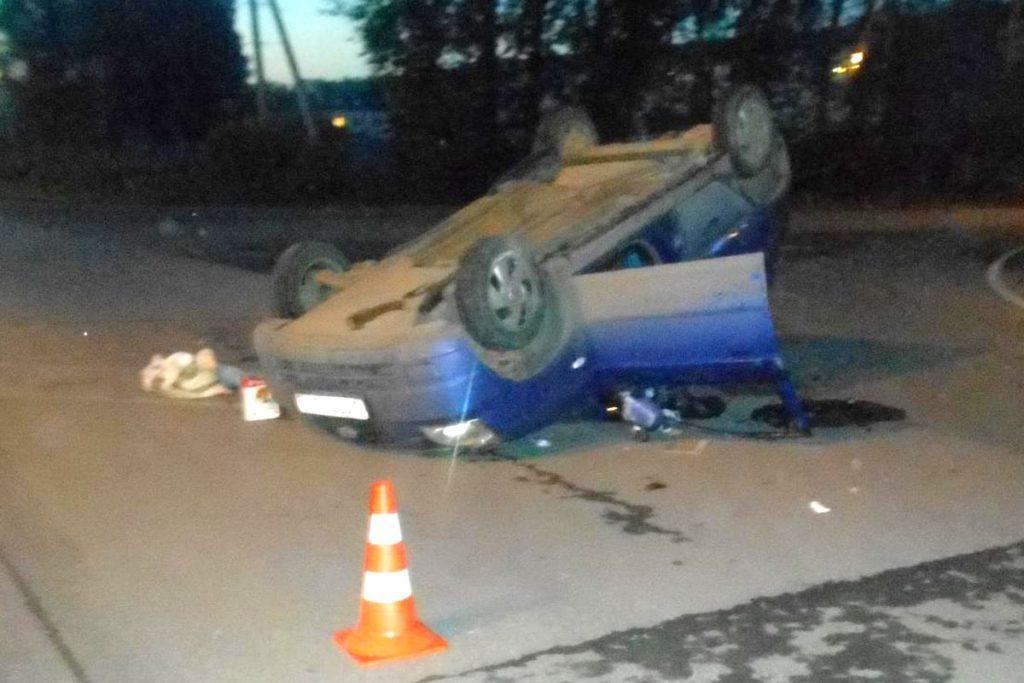 Сотрудники Госавтоинспекции выясняют обстоятельства дорожной аварии на ул.Барнаульской, 83