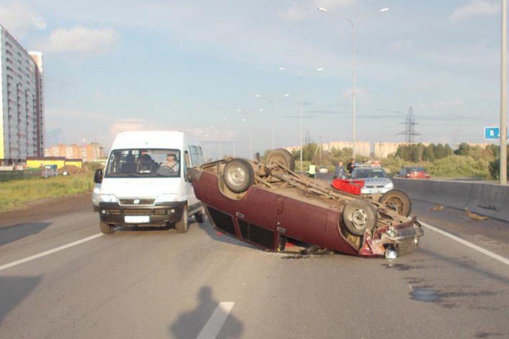 В 18 часов на 5-ом километре Объездной дороги областного центра столкнулись автомобили «Сузуки» и ВАЗ-2104