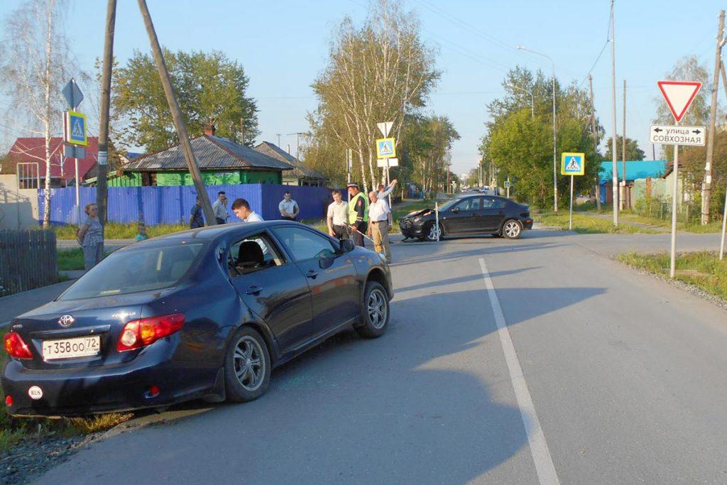 В 17.50 час.  на перекрестке улиц Совхозной и Сибирской столкнулись «Тойота» и «Мазда»