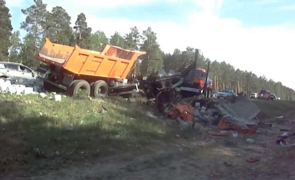 ва человека погибли и три получили травмы в ДТП на 21-м километре автодороги Тюмень-Боровский-Богандинский