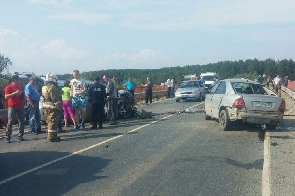 Две «Тойоты» столкнулись в субботу днем на 257-м километре трассы