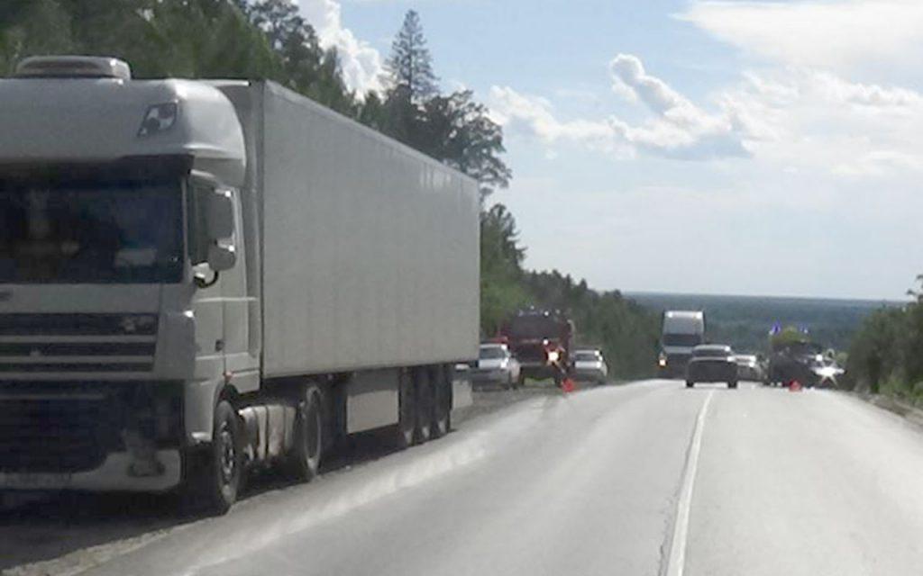 Три автомобиля: ВАЗ21140, «ДАФ» и «Шмитц» столкнулись на 282-м километре в Тобольском районе
