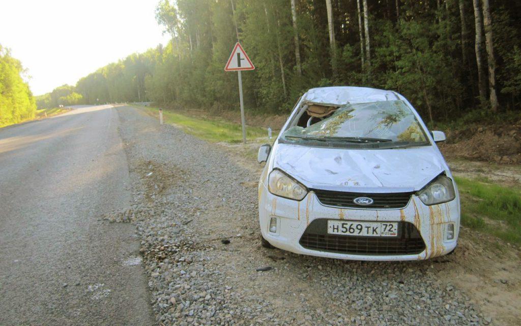 В 5 часов утра на 424 километре дороги опрокинулся автомобиль «Форд»