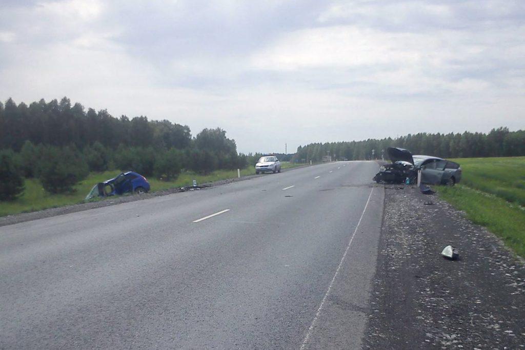 В Абатском районе на 371 километре автодороги Тюмень-Ишим-Омск столкнулись автомобили «Фольксваген» и «Лада Калина»