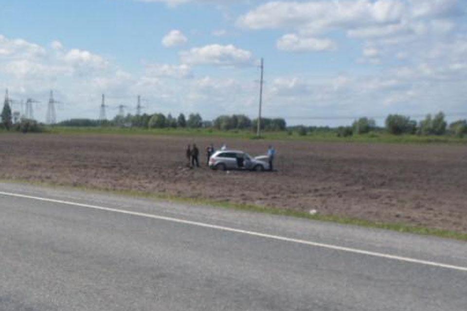 Вчера на 69-м километре автодороги Тюмень-Ханты-Мансийск съехал в кювет автомобиль «Мазда Фамилия»