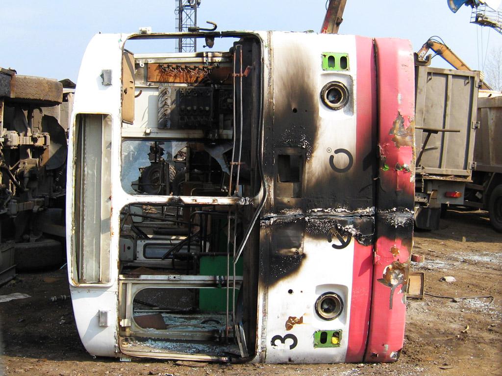 2 Тот же троллейбус, брошенный тюменцами, в курганском депо
