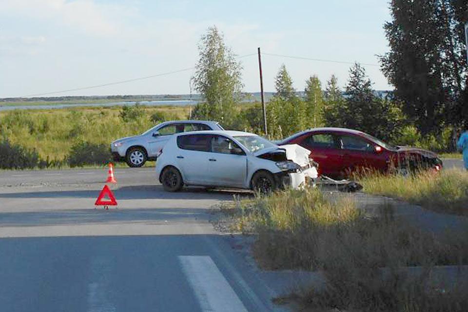 5 человек получили травмы в столкновении автомобилей «Мицубиси Лансер» и «Киа Сид», произошедшем в поселке Андреевский Тюменского района в шесть часов вечера