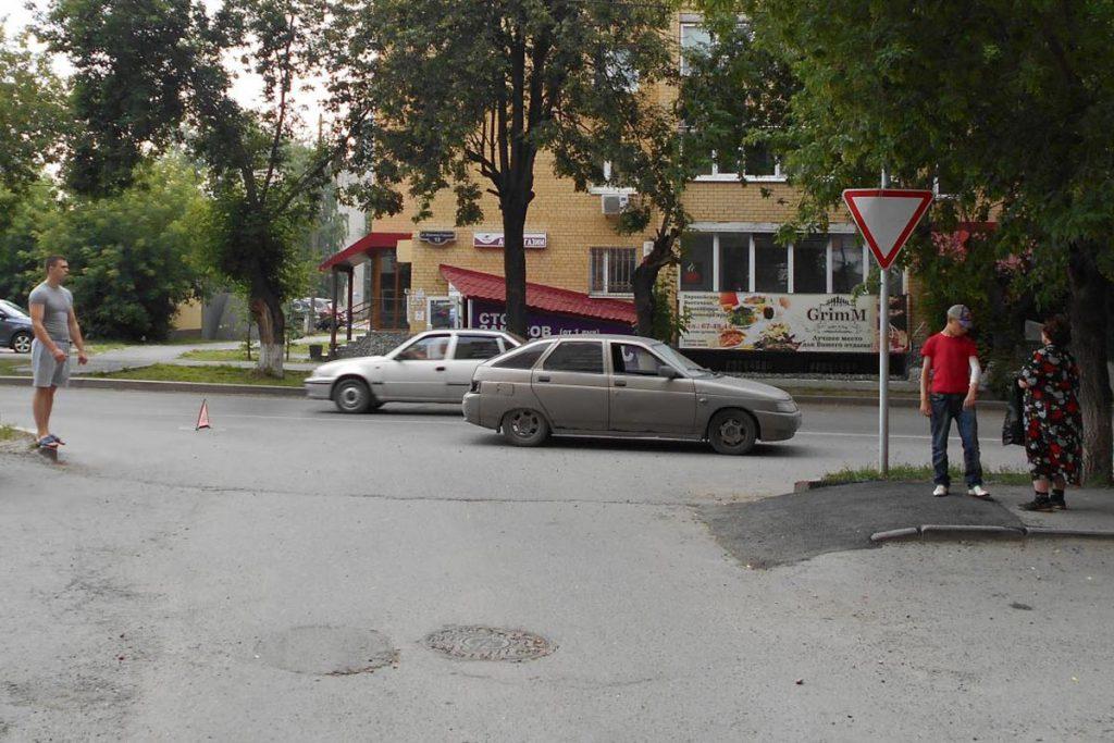 16-летняя тюменка днем попыталась перейти ул.М.Горького вне пешеходного перехода, она была сбита «Ладой» 12-й модели