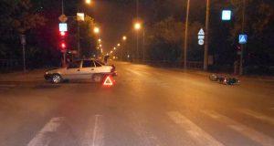 Легкий мотоцикл «Ямаха YBR125» и автомобиль «Дэу» столкнулись в половине десятого часа вечера в воскресенье на улице Интернациональной областного центра