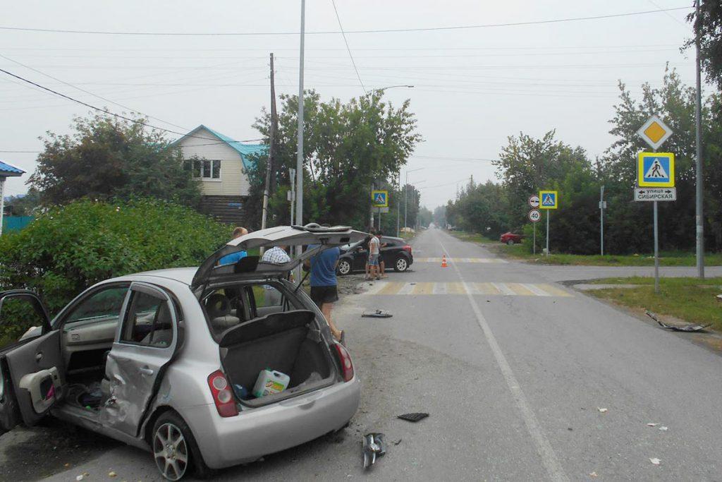 «Форд Фокус» и «Ниссан Марч» столкнулись около половины первого часа дня в воскресенье на улице Колхозной областного центра