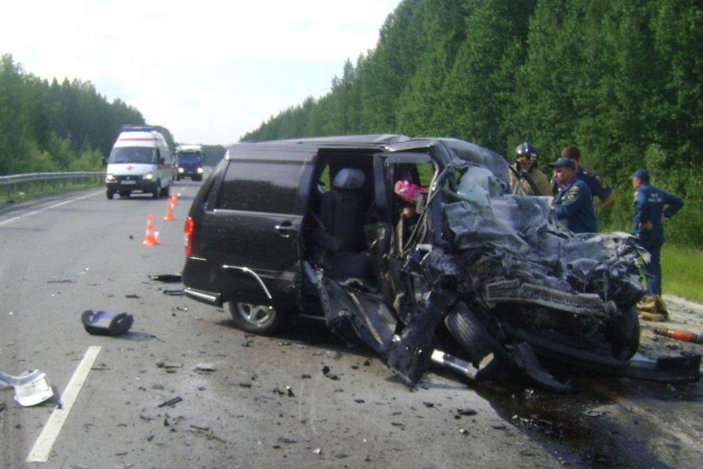 В 15 часов 25 минут на 380-м километре федеральной автодороги Тюмень-Ханты-Мансийск в Уватском районе Тюменской области произошло лобовое столкновение минивэна  «Мазда MPV» с тягачом «Вольво» с полуприцепом