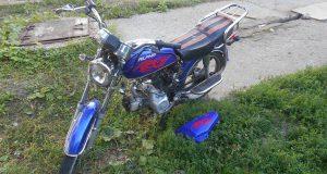 В г. Тобольске на улице Гагарина в 10 часов вечера с мопеда «Альфа» упала 15-летняя пассажирка