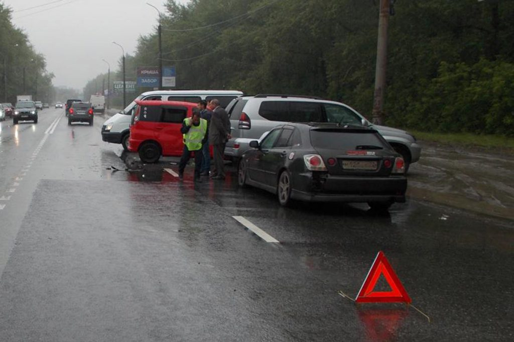 Около половины двенадцатого часа дня на улице Республики, 254 областного центра столкнулись «Тойота Land Cruiser» и «Тойота Funcargo»