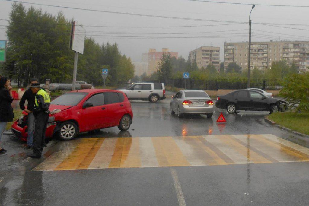 В шесть часов вечера на улице Щербакова столкнулись «Фольксваген», «Шевроле» и «Хонда»