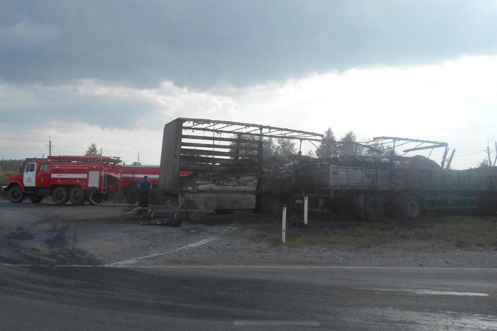 Около четырех часов дня на 17-м километре автодороги Тюмень – Боровский – Богандинский столкнулись тягачи «КАМАЗ» и «Фрейтлайнер» с полуприцепами