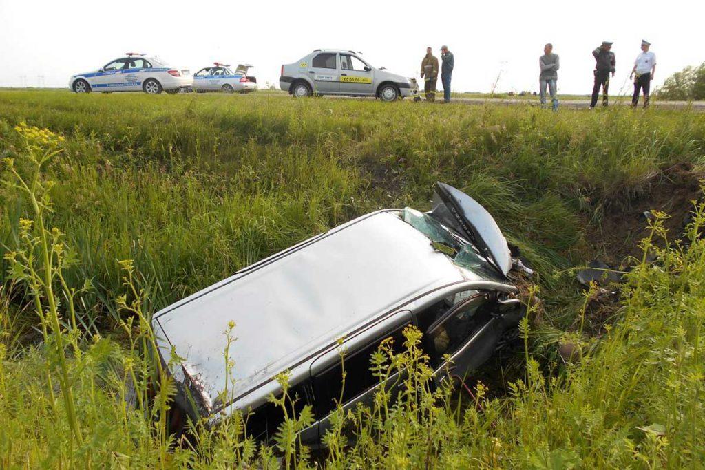 3 человека погибли в ДТП на 3-м километре автодороги Каскара-Янтык, которое случилось в седьмом часу утра 3 июля