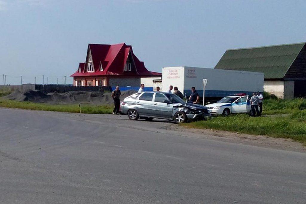 В селе Новая Заимка Заводоуковского городского округа столкнулись грузовичок «Хендэ Портер» и «Лада» 12-й модели