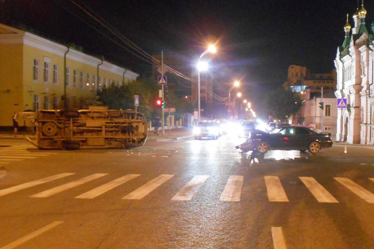 Машина «скорой помощи» опрокинулась после столкновения вТюмени