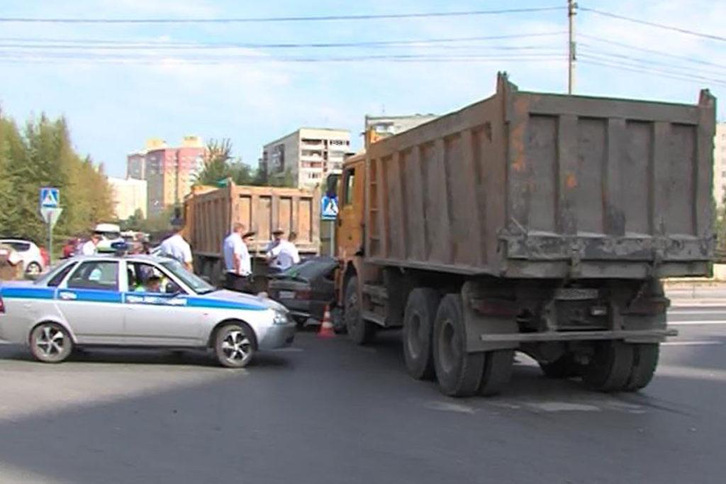 Трагедия случилась сегодня около полудня в Тюмени на перекрестке улиц Щербакова и Газовиков