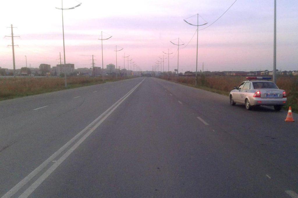В девятом часу вечера на улице Уездной напротив микрорайона «Ямальский» неустановленным автомобилем сбита 21-летняя девушка