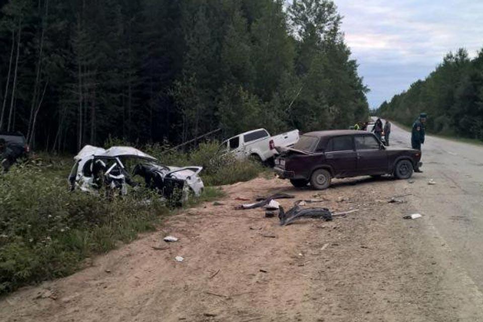 Трагическое ДТП, в котором погибли два человека, произошло около двух часов ночи на подъезде к селу Демьянское от федеральной трассы Тюмень – Ханты-Мансийск в Уватском районе