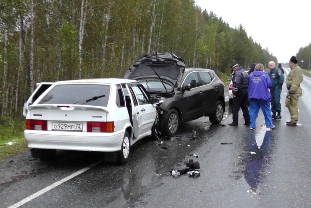На 154-м километре автодороги Курган-Тюмень опасный обгон совершала 37-летняя жительница села Исетское на автомобиле своей подруги
