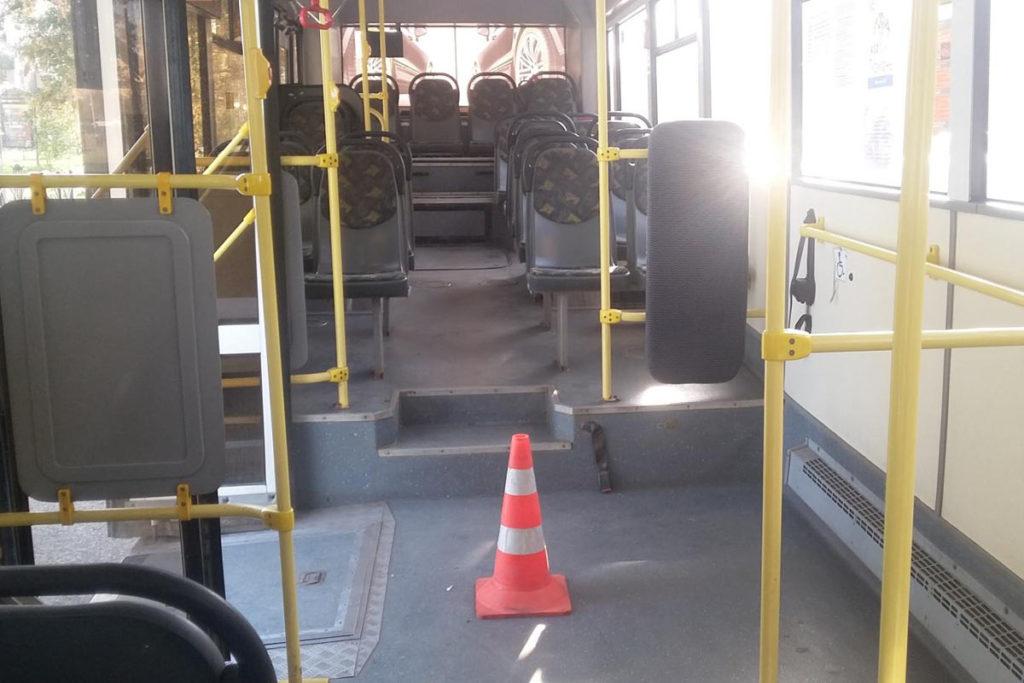 Утром в областном центре на улице Республики в маршрутном автобусе «ЛИАЗ» пострадали 4-ре пассажира