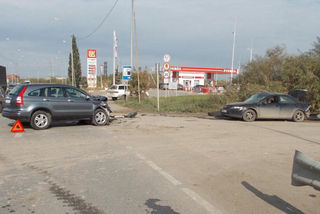 В воскресенье днем на 3-м километре Салаирского тракта столкнулись две иномарки