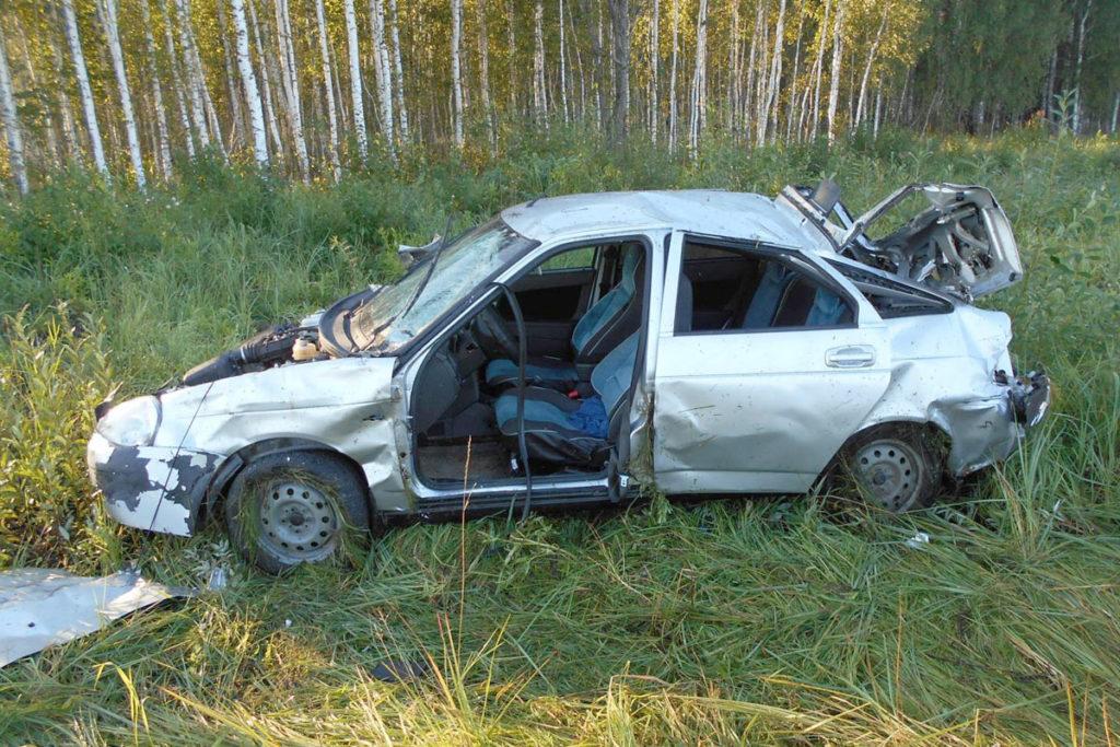 В половине седьмого часа утра на 66-м километре автодороги Ишим – Викулово в Сорокинском районе произошло опрокидывание автомобиля «Лада Приора»