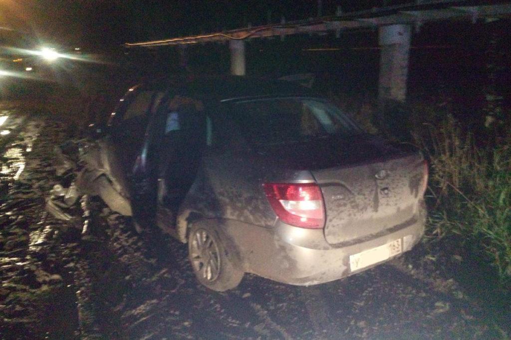 Три человека пострадали в дорожной аварии в Тобольске, на ул.Юдина. Здесь столкнулись «Лада Гранта», и два грузовика