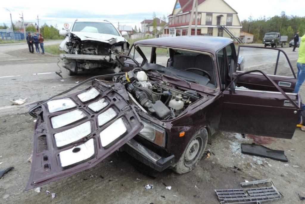 Утром в селе Туртас Уватского района столкнулись «Лексус» и «Жигули» седьмой модели
