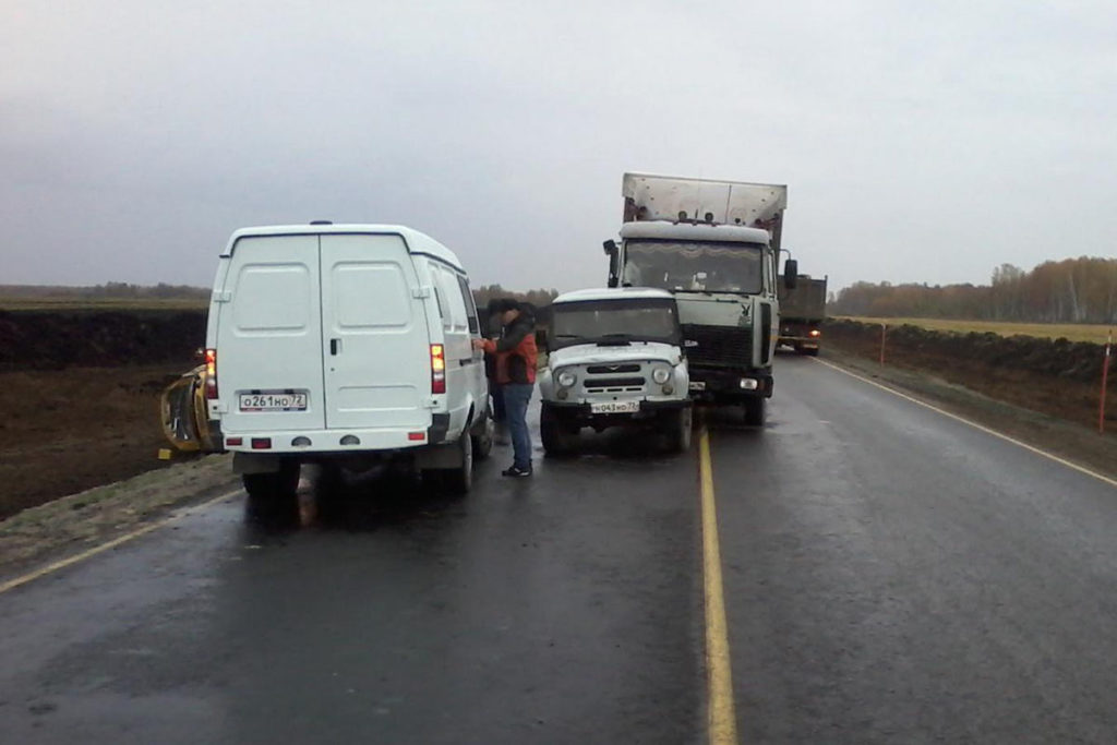 Днем на 132 километре автодороги Тюмень - Ишим – Омск столкнулись 4-ре автомобиля