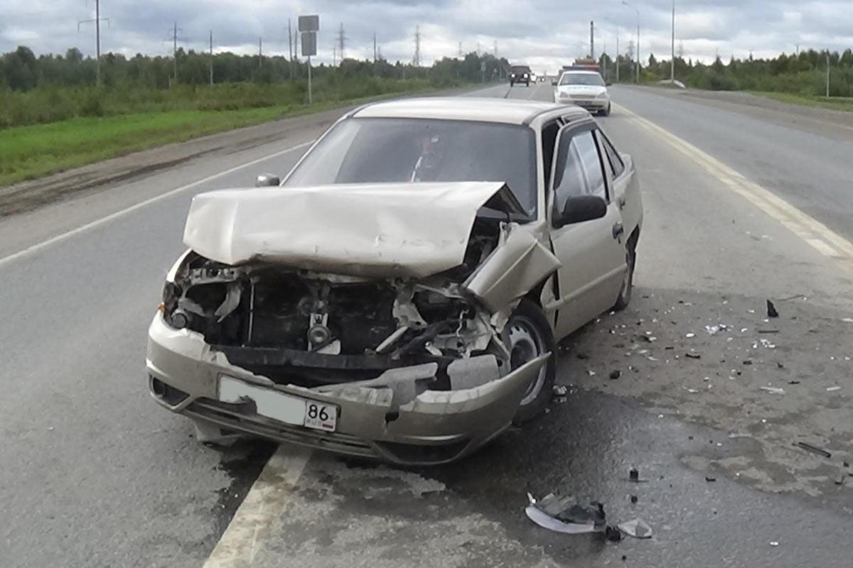 ВЯрковском районе «Дэу Нексия» врезалась вбольшегруз
