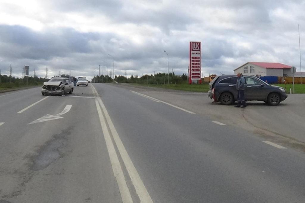 «Дэу Нексия» и «Хонда» столкнулись на 246-м километре автодороги Тюмень-Ханты-Мансийск в Тобольском районе