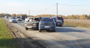 Днем на 13-ом километре автодороги Тюмень - Салаирка столкнулись «Жигули» 7-ой модели и ВАЗ - 2112