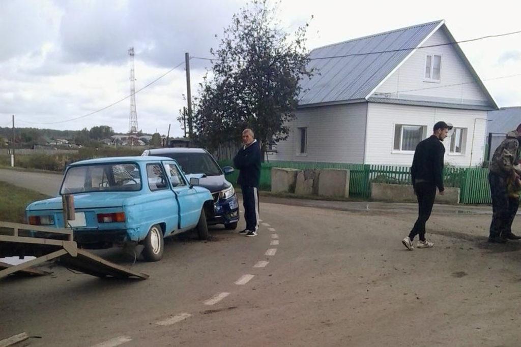 В селе Усть-Ламенка Голышмановского района столкнулись «ЗАЗ» и «Киа Рио»