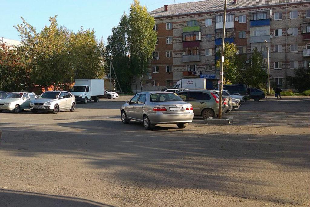 В 8 часов утра в городе Ялуторовск на улице Ленина автомобиль «Фиат» наехал на двух пешеходов